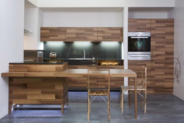 Kuhinja od drveta sa staklenim detaljima - Mateja Čukala