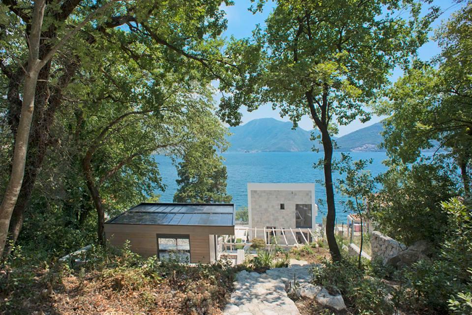 Porodična vila sa pomoćnim objektima - Kotor, Strp